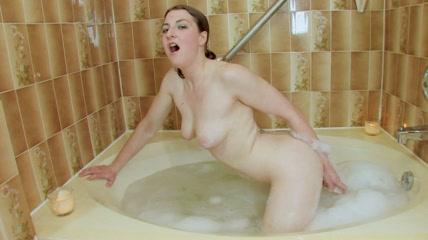 Shela Bathtime