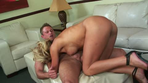 Blonde MILF Val Malone